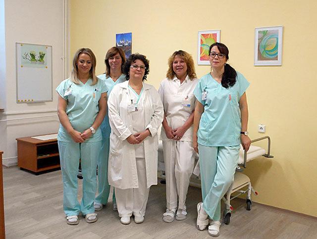 MUDr. Renata Neumannová (druhá zprava) se svým týmem