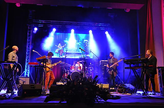 Francouzský bubeník Damien Schmitt se svou kapelou pořádně rozproudil divákům krev v žilách